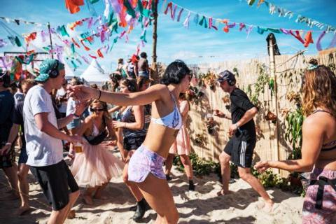 Maak van sporten een feestje met silent disco!